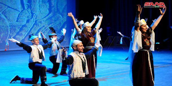 Danzas folklóricas sirias en el festival Arcoíris