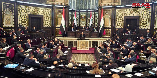 La Asamblea del Pueblo debate la actuación del Ministerio de Información