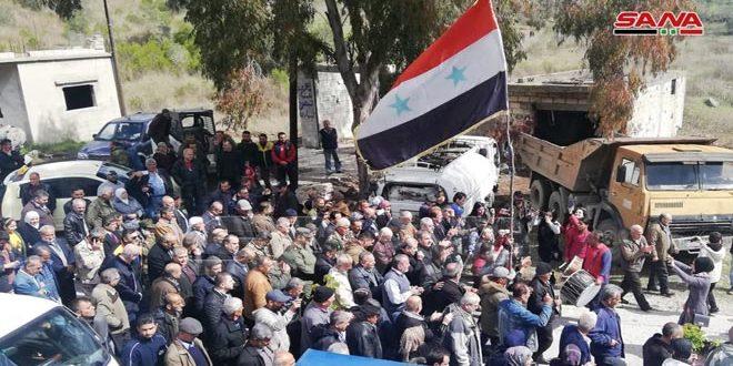 Retornan desplazados a sus poblados liberadas del terrorismo en el norte de Latakia