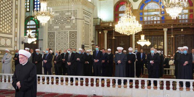 Presidente al-Assad efectúa el rezo de Eid Al-Fitr en la Gran Mezquita Omeya en Damasco