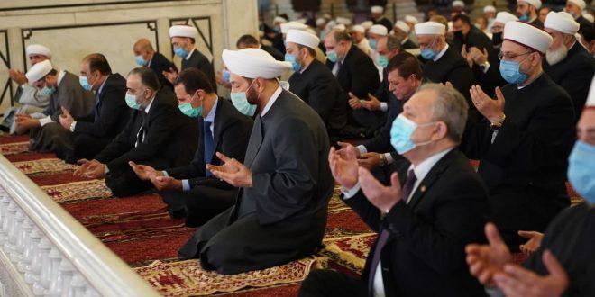 Presidente al-Assad asiste el rezo de Eid Al-Fitr en la Gran Mezquita Omeya (+ fotos)