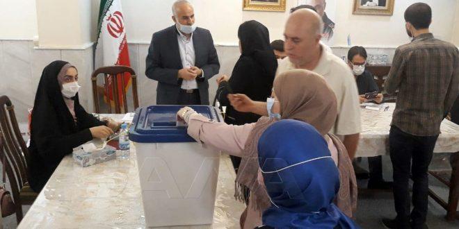 Iraníes residentes en Siria votan en la Embajada de su país en Damasco (fotos)