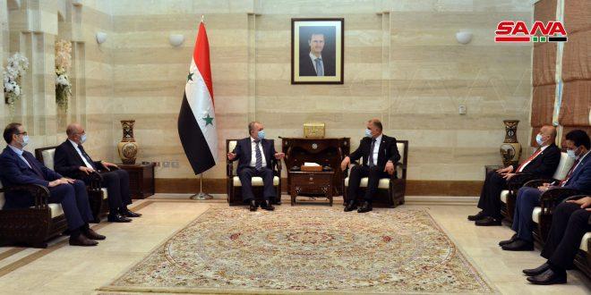 Primer ministro sirio aboga por mejorar el transporte terrestre e intercambio comercial con Irak