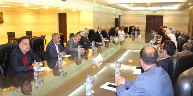 Canciller al-Mekdad se reúne con líderes de partidos árabes e islámicos