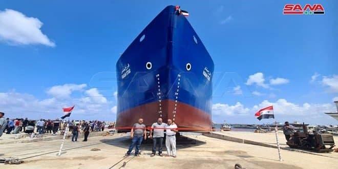 Siria bota al mar su primer navío de fabricación nacional
