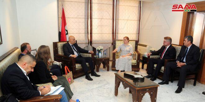 Ministro de Información se reúne con una delegación mediática rusa