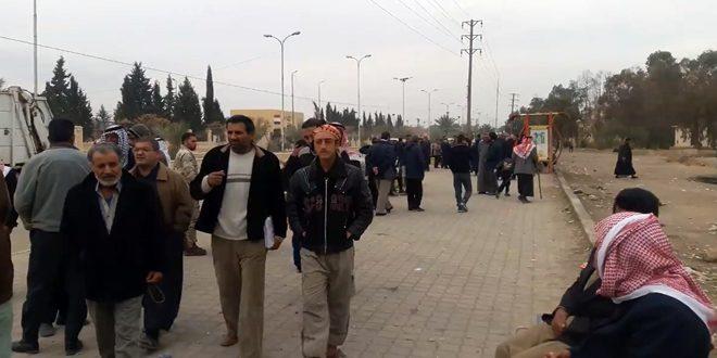 ده ها خانواده آواره روزانه به منازل خود در ریف دیر الزور باز می گردند