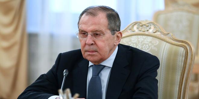 تاکید سرگئی لاوروف بر ضرورت مقابله با تهدیدات مرتبط با انتقال تروریست های خارجی به مناطق درگیر در جهان