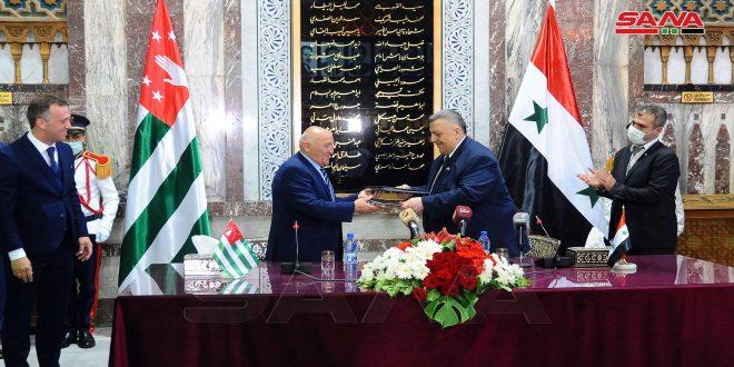 امضای توافق نامه ای بین سوریه و آبخازیا برای پیشبرد و توسعه کار مشترک پارلمانی