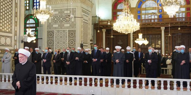 رئیس جمهور بشار اسد نماز عید فطر را در مسجد بزرگ اموی در دمشق،اقامه کرد
