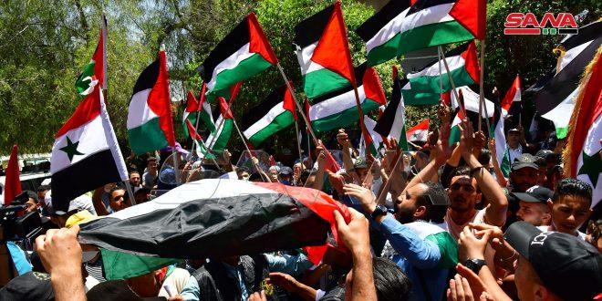 برگزاری تجمعات در حمایت از فلسطین روبروی مقرسازمان ملل متحد در دمشق