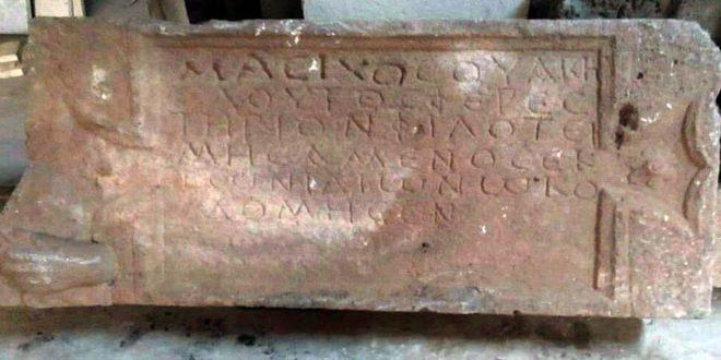 Découverte d'une sculpture en pierre à Tell Si' à Soueidaa