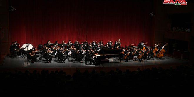 Le groupe symphonique national joue un concerto à la fin des soirées musicales de l'an 2018