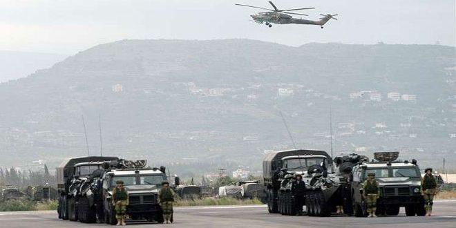 Le ministère russe de la Défense: Les systèmes de défense antiaériennes repoussent des attaques terroristes contre la base de Hmeymim