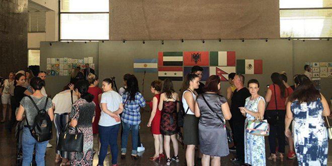 """Plusieurs œuvres par les enfants de la Syrie dans l'exposition """"Couleurs pour la paix"""" en Albanie"""