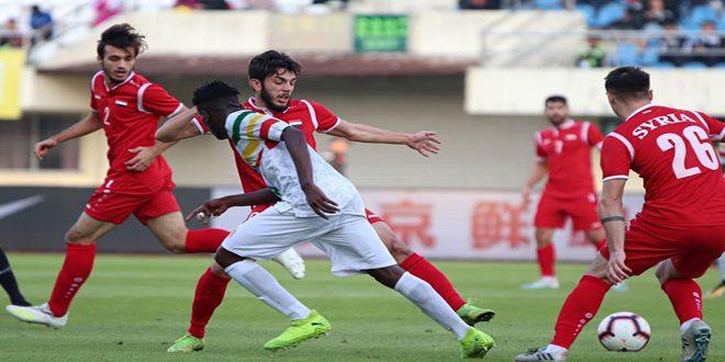 L'équipe olympique syrienne de football bat son adversaire malien lors du tournoi international de Chine