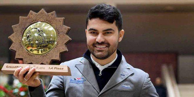 Le cavalier Amr Hamcho obtient le grand prix de la 6e phase au championnat international de paix