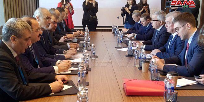 La délégation syrienne aux pourparlers d'Astana s'entretient avec la délégation russe
