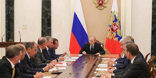 Poutine examine avec les membres du Conseil de sécurité russe la situation à Idleb