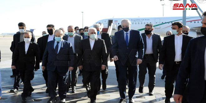 Zarif arrive à Damas pour examiner les relations bilatérales et le développement de la situation à la lumière de l'escalade des attaques israéliennes contre le peuple palestinien