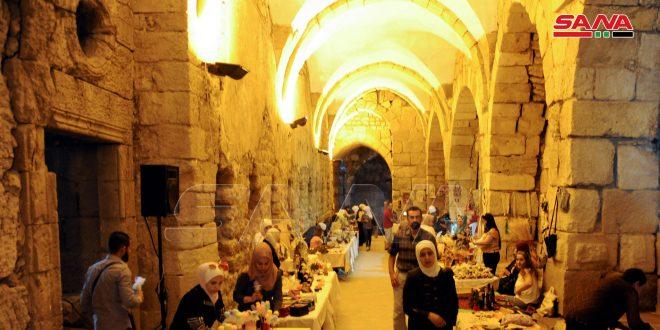 A l'occasion de la journée mondiale du tourisme, la citadelle de Damas héberge une exposition d'artisanat