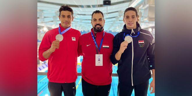 Les nageurs syriens Kalziyah et Abbas remportent deux médailles d'argent au championnat arabe de natation aux EAU