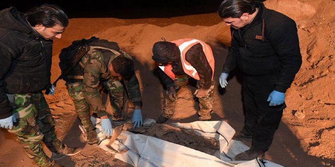 הגופים המעונינים בדבר מצאו 7 קברי אחים של מאות אנשים באזור אל-בוכמאל בפרבר דיר א-זור