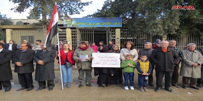 עצרת של מחאה בעיר אל-קאמשלי לאות גינוי לנוכחות האמריקנית והטורקית הבלתי חוקית בשטחי סוריה