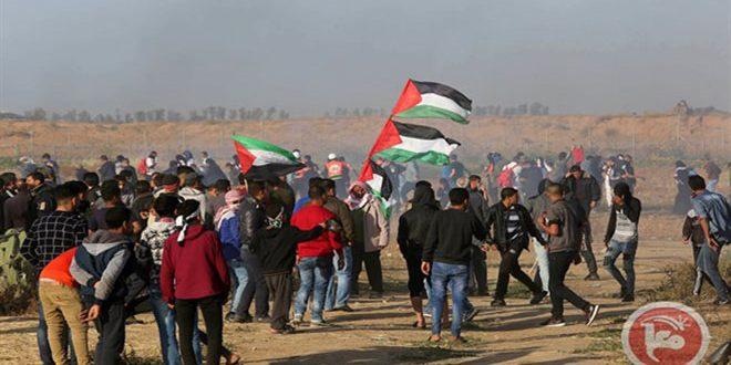 פציעת עשרות פלסטינים במהלך דיכוי צעדות השיבה ברצועת עזה