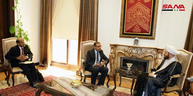 סגן שר החוץ ההודי במהלך פגישתו עם המופתי חסון .. אנחנו עומדים לצדה של סוריה