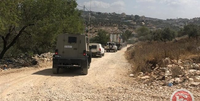 כוחות הכיבוש פרצו לכפר עסירה א-שמאליה בגדה המערבית וגרפו אדמות הפלסטינים