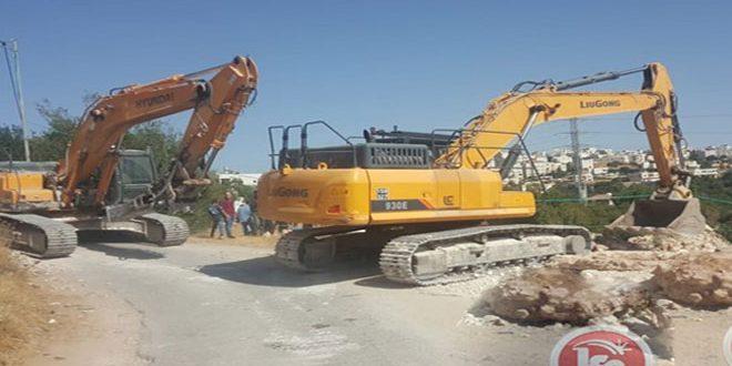 כוחות הכיבוש פשטו על דרום חברון והרסו מתקן חקלאי וגרפו אדמות פלסטיניות
