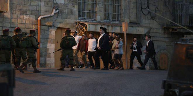 מתנחלים ישראליים פורצים למרכז חברון