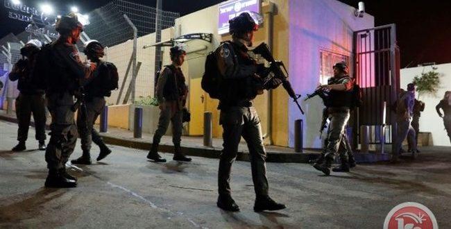 הכוחות הישראליים עצרו 15 פלסטינים בגדה המערבית