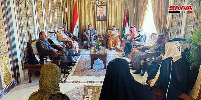 משלחת שבטים ירדינית מבקרת בשגרירות סוריה בעמאן: חוק קיסר נידון לכישלון