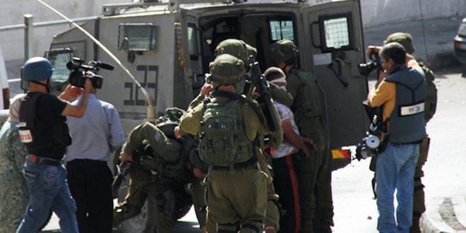 הכוחות הישראליים עצרו 10 פלסטינים בינהם ילד בגדה המערבית