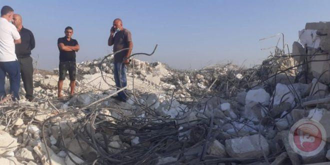 הכוחות הישראליים הרסו מתקן מסחרי ובית פלסטיני דרומית לטול כרם