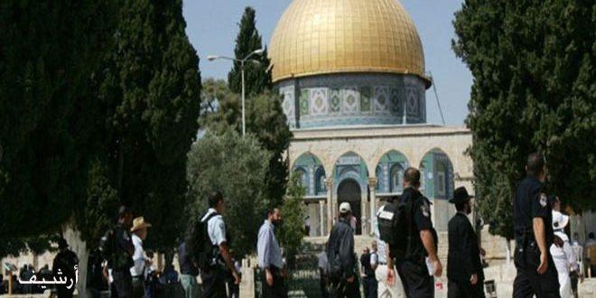 מתנחלים ישראלים פשטו על מסגד אל-אקצא בשמירתם של כוחות הכיבוש
