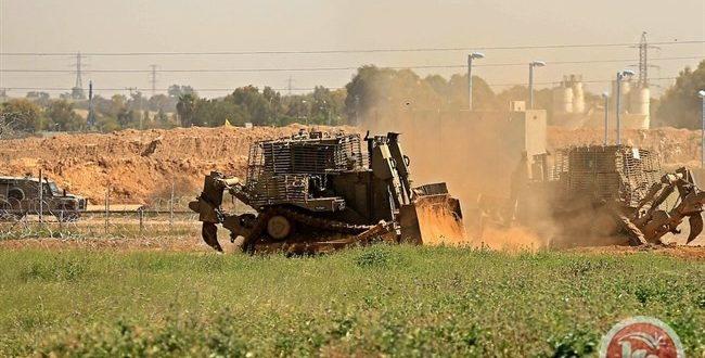 כוחות הכיבוש חודרים לדרומית רצועת עזה וגורפים אדמות לפלסטינים