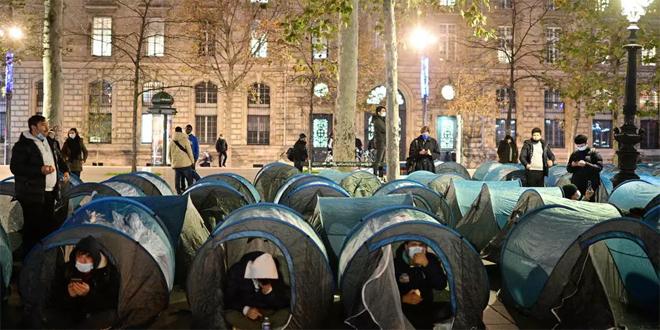 המשטרה הצרפתית פתחה בגז מדמיע לפרק מחנה מהגרים במרכז פריז