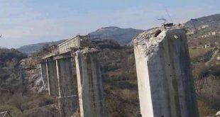 שכירי החרב של המשטר הטורקי מפרקים וגונבים גשר בדאמא של מסילות ברזיל בריף אדליב
