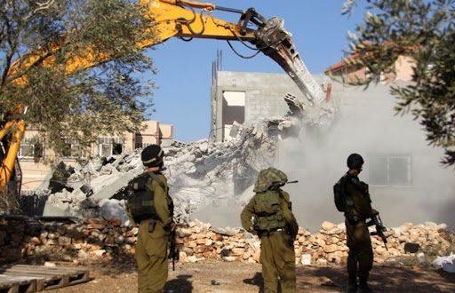 כוחות הכיבוש הורסים בית דרומית לחברון