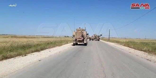 הכיבוש האמריקאי מכניס ציודים לוגיסטיים ואמצעי לחימה לבסיסיו בפרבר אל-חסכה
