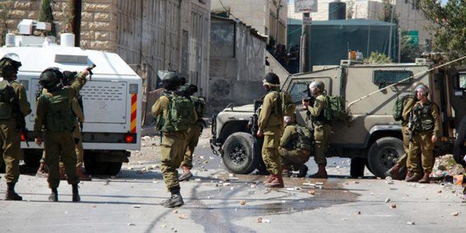 פציעת עשרות פלסטינים בהתקפה של חיילים ישראלים במהלך הלווית אחד החללים צפונית לחברון