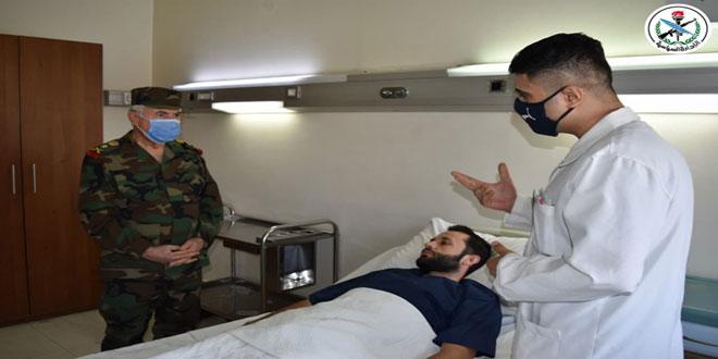 בציון זכרון יסודו של הצבא .. העימאד אייוב בקר את הפצועים בבית חולים תשרין