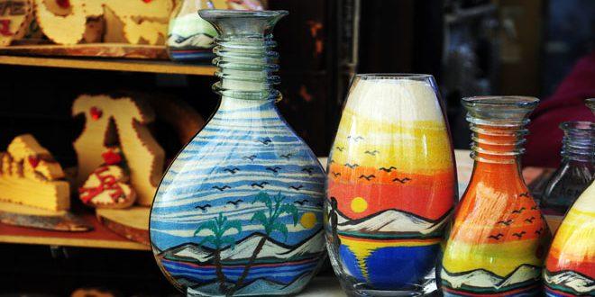 Произведения искусства из дерева, риса и песка на прилавках Дамаска