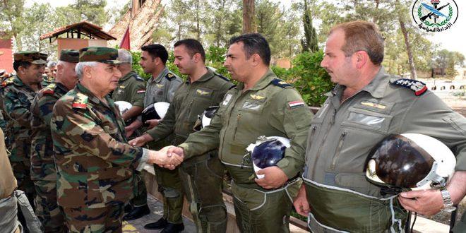 По поручению президента Аль-Асада генерал Айюб посетил армейские подразделения в Восточном Каламуне