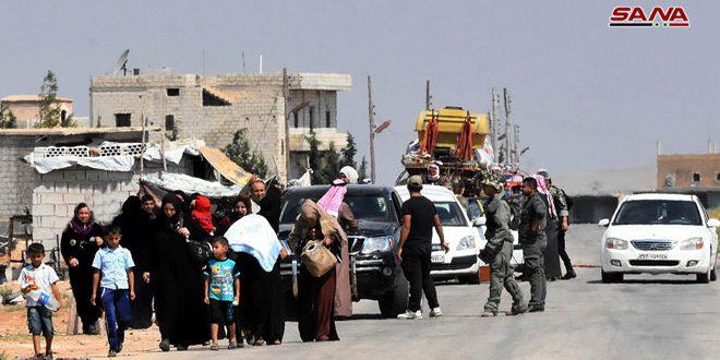 Сотни вынужденных переселенцев возвращаются на юг провинции Алеппо из Идлеба через переход Абу Ад-Духур