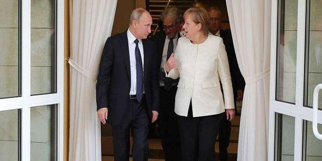 Песков: Путин рассказал Меркель о стратегии в вопросе помощи сирийским беженцам
