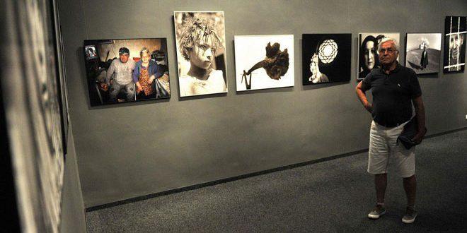 В Венгрии открылась выставка фоторабот сирийского художника Бахджата Искандера